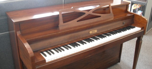 Rice music house hinze console piano used sale price for Classic house piano